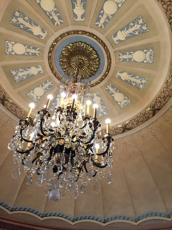 architecture in lincoln park chandalier national elks memorial chicago