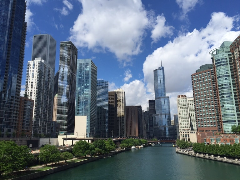 student-groups-in-Chicago-River-walk