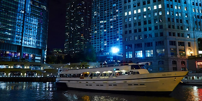 Chicago yacht charters private tour night